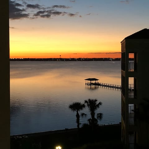 Awesome Condo Lakeview/Sunset 1hr from Disney