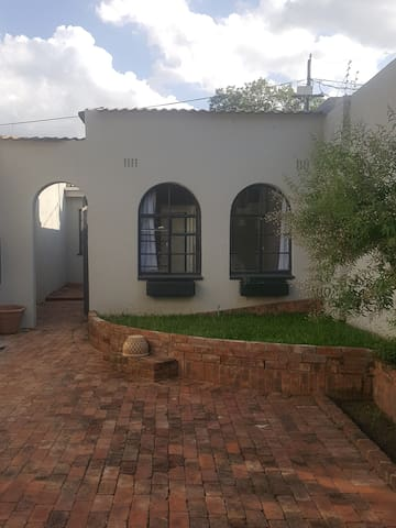 Modern Cottage in the heart of Melville - Johannesburg - House