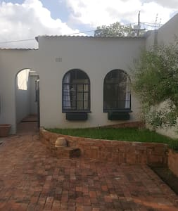 Modern Cottage in the heart of Melville - Johannesburg - Haus