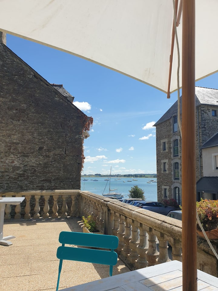 Appartement avec terrasse sur la Port
