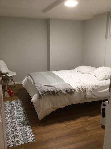 Chambre avec entrée indépendante avec kitchenette