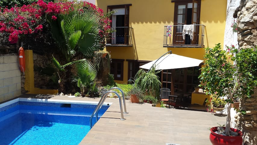 Lorca guesthouse piscina