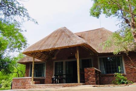 Maphuphu Yemali Cottage in Marloth Park