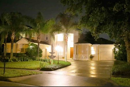 Centrally Located Orlando Luxury Home with Pool!