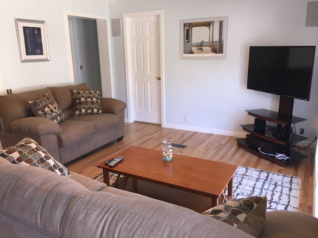 Private room, Extremely clean, Downtown Rockland - Rockland - Hus