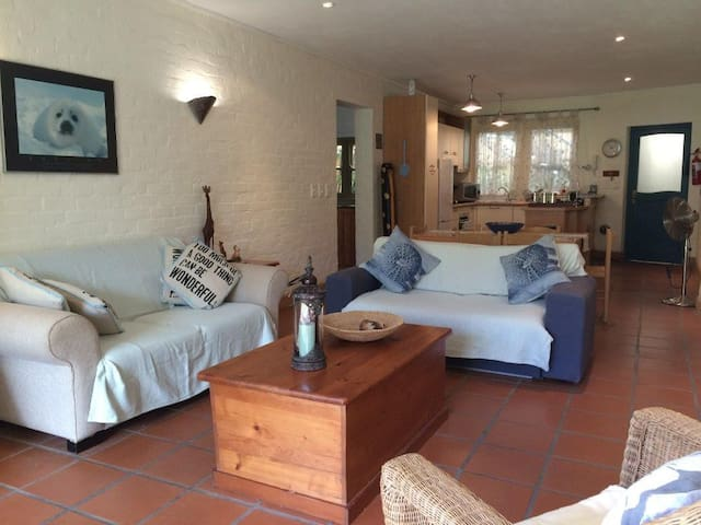 Peaceful Garden Apartment next to Hout Bay Beach