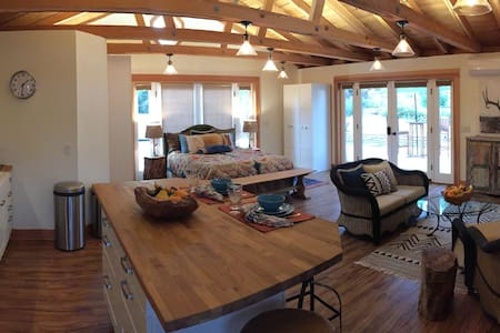 Spacious, private Mt. Helix country style studio - La Mesa