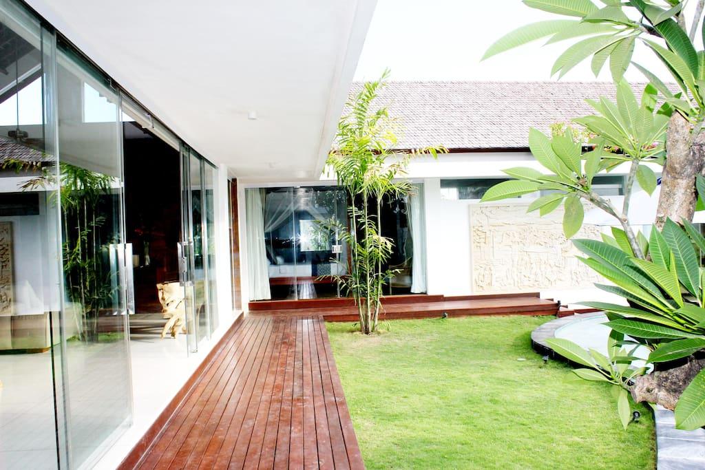 garden in front of livingroom