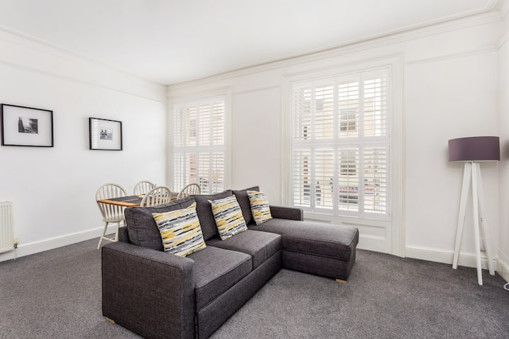 Cheltenham Town Centre - Newly Furnished Apartment