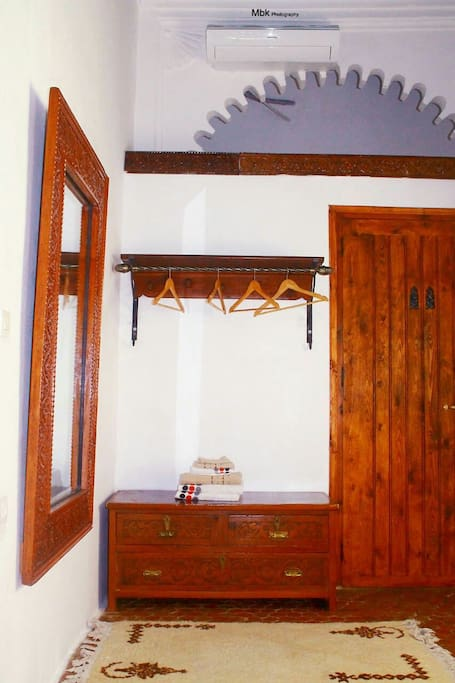 Riad khmisa chambres chambres d 39 h tes louer for Chambre 13 maroc
