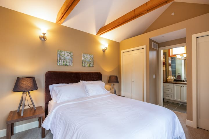 Casita with queen bed and ensuite.