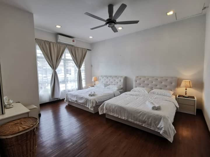 Family Suite 10 Guests Shah Alam