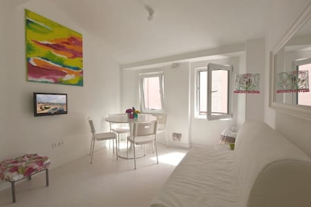 3BR apartment, 50m from beach with terrace - Paço de Arcos - Lejlighed