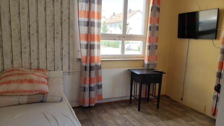 Room 4 near bahnhof metzingen outlets