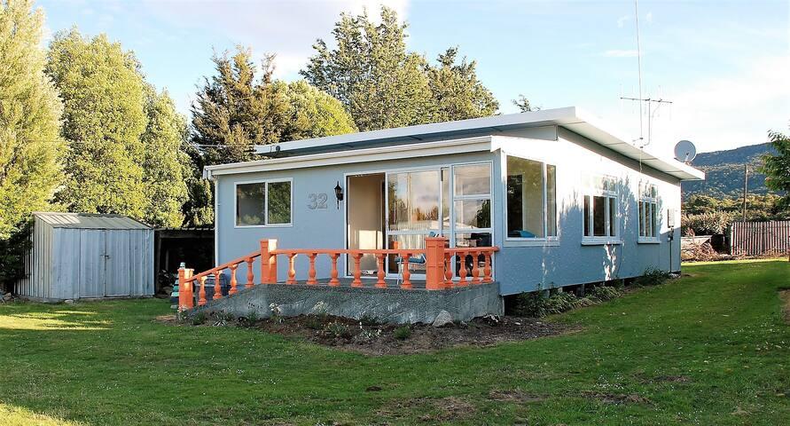 32 on View - Manapouri