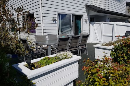 Private granny flat close to Orewa