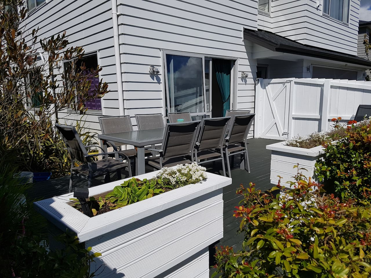Granny flat with private north facing sunny deck and entrance from street.