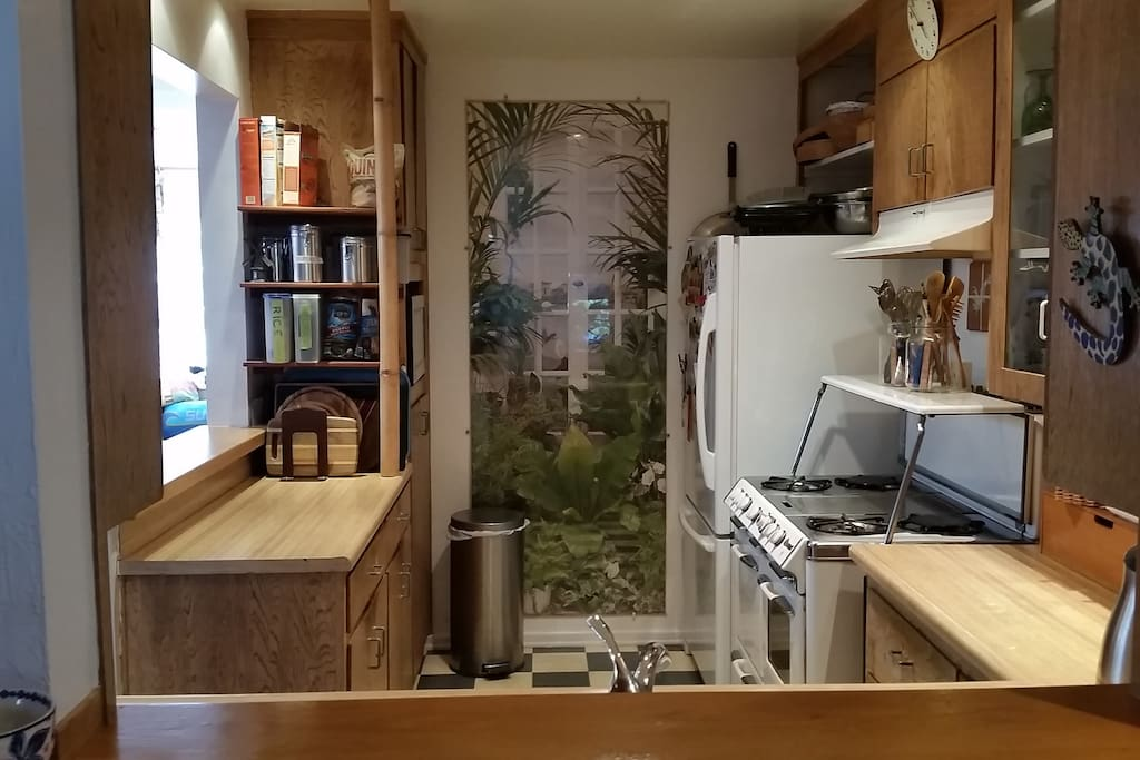 Full central kitchen with 2 sinks, great O'Keefe & Merritt Stove, fridge and microwave