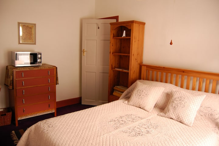 Charming Two Rooms Accommodating Four Guests