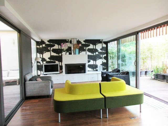 2 sunny BR, modern  house, 1 stop 7mn to Paris