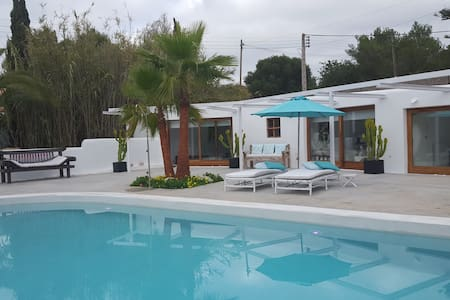 Two cozy bungalows with pool and BBQ area - Eivissa