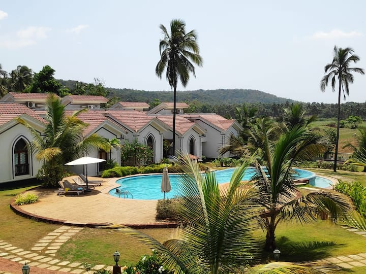 Luxury one bedroom villa with pool in Siolim