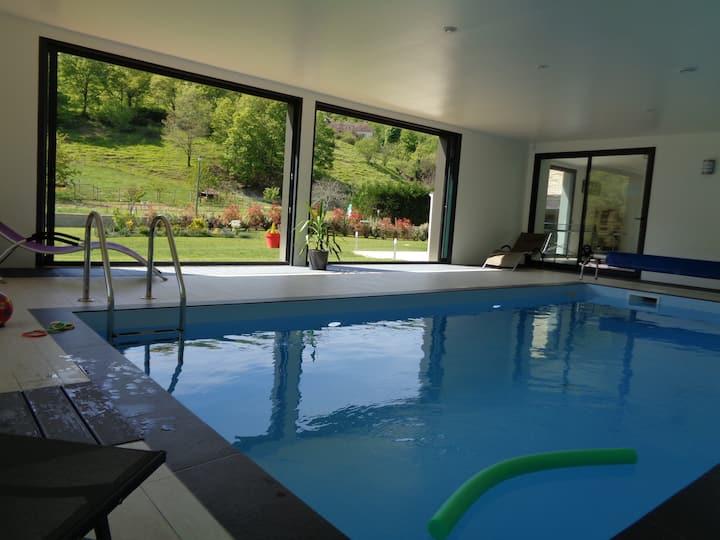 Villa avec piscine intérieure chauffée
