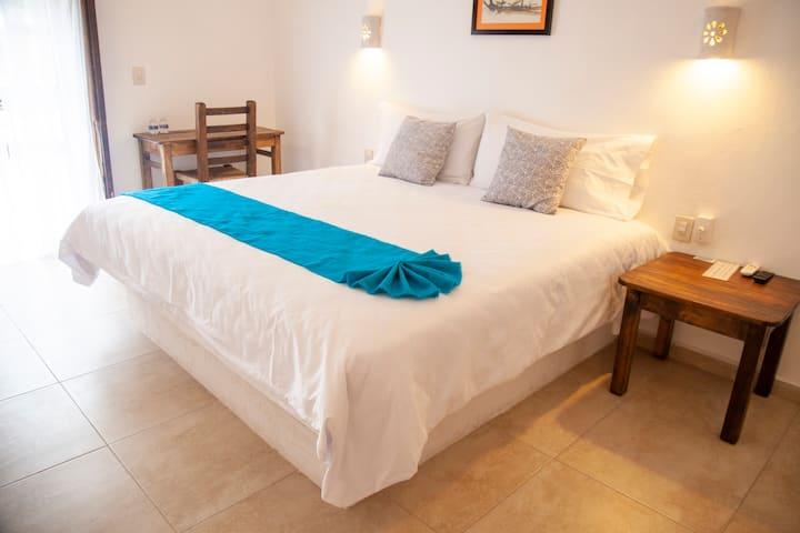 La Familia Hotel - Room 4