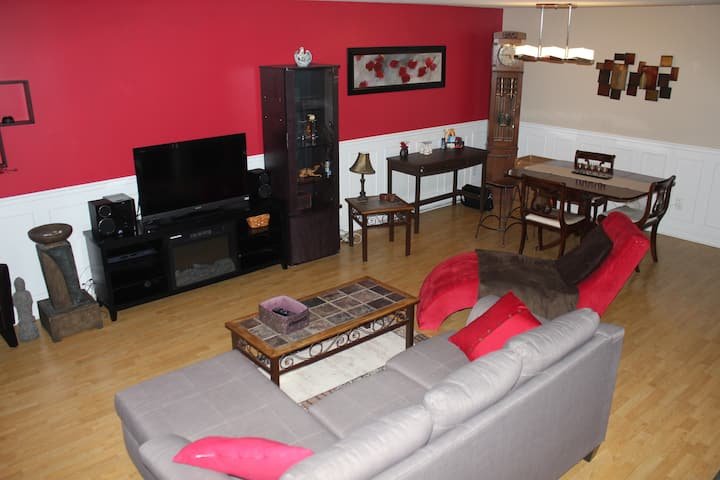 Condo 2 Bedrooms, 3 beds Gatineau/15min to Ottawa