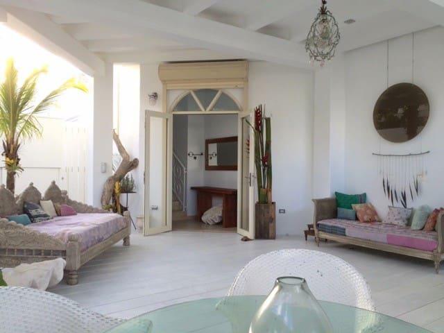 Beautiful Beach House/ Ocean Views - San Juan - Talo