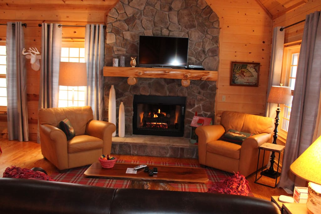 Warm and Cozy Great Room