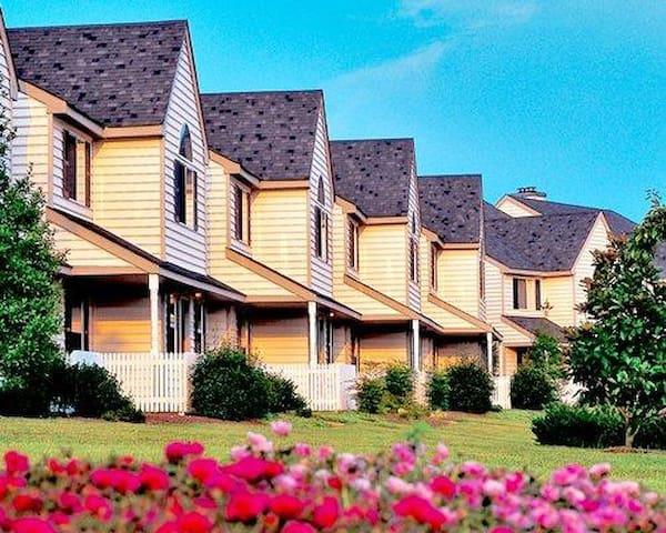The Historic Powhatan Resort Exterior Garden Second View