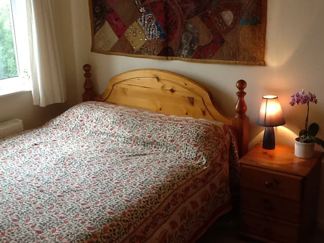 Peaceful Glastonbury Home