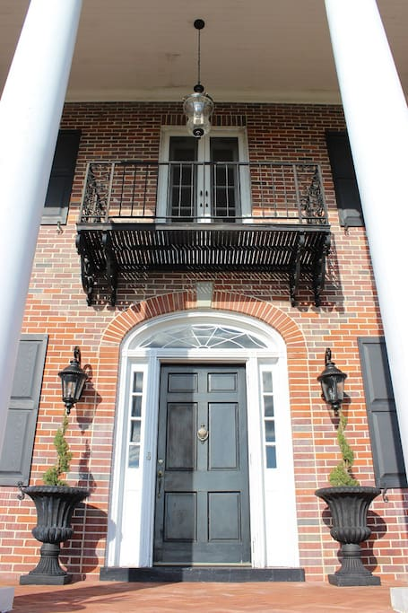 Private front entrance with balcony