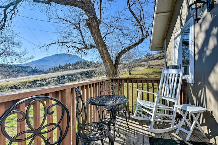 NEW! Cottage w/ Fire Pit+Deck Near Klamath River!