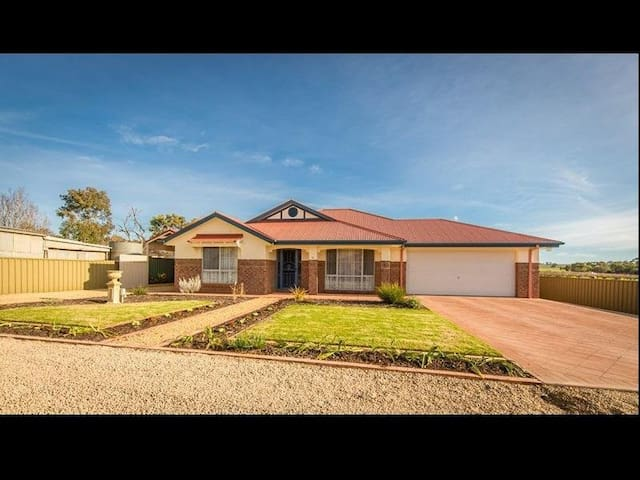 51 Bevan St Barossa Valley Your home away