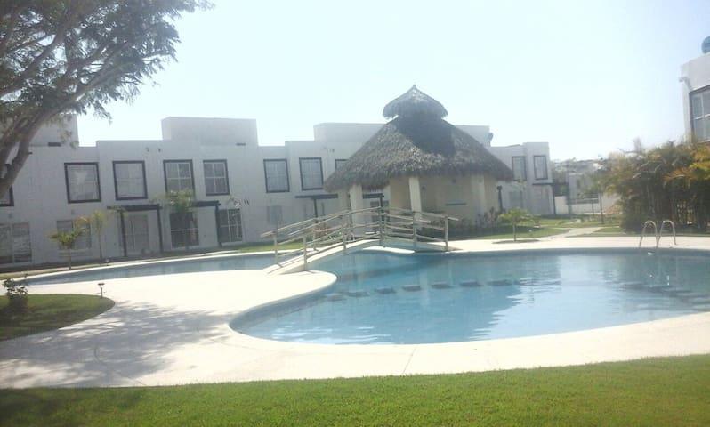 Casa Nueva en coto privado amueblad - Mezcales - House