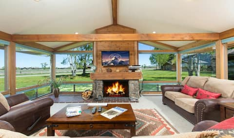 Amazing home next to golf course with vaulted ceilings, private deck, free WiFi!
