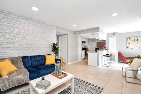 Updated 2BR w/ Private Patio Close To Attractions