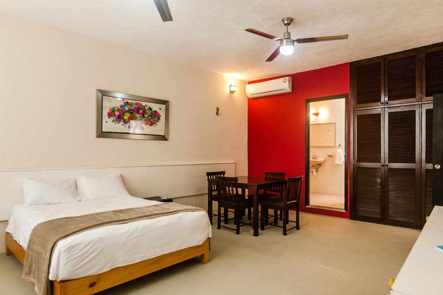 Welcome to La Ceiba Room - whether for business or leisure, enjoy your stay in this wonderful space.