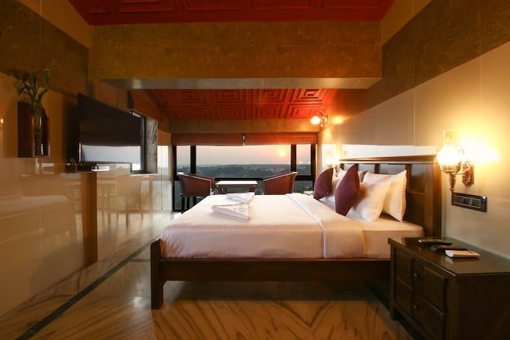 Hill Top Luxury 3BHK Villa | Infinity Pool | Wifi