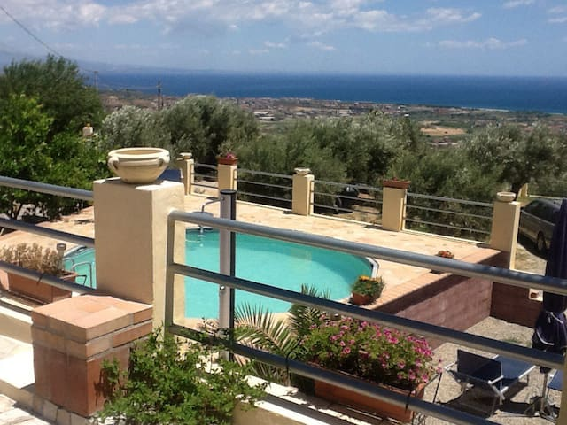 Villetta/Appartment, Meerblick,Pool, Davoli Marina