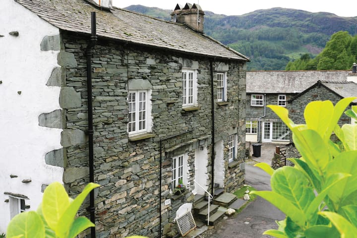 Luxury 4 Star Cosy Lakeland Cottage