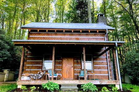 Fernwood Log Cabin - Charming and Quaint