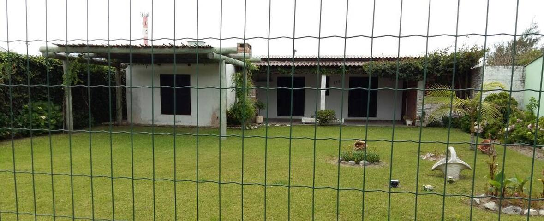 Casa com varanda ampla e grande terreno!