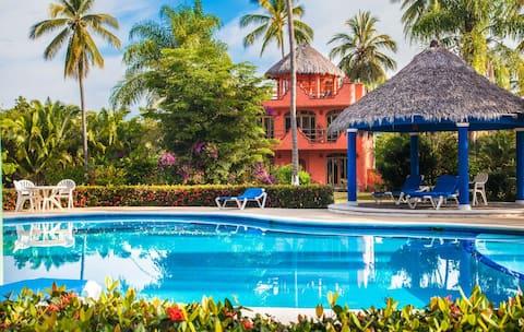 Puesta del Sol: beach & pool views