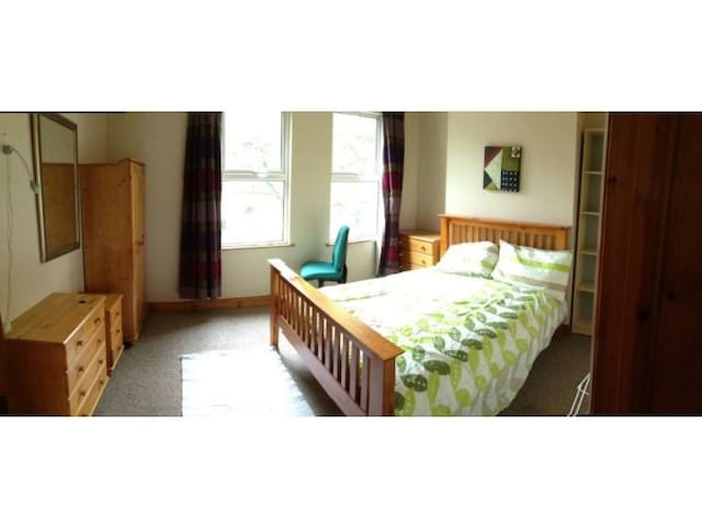 Large Bedrooms in City centre Ormeau Road - Belfast - Haus