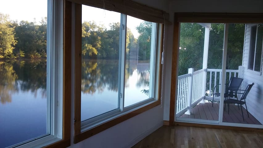 Saco River apartment, sunny and family friendly - Biddeford
