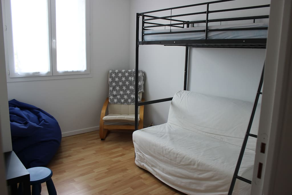 Chambre 1: BZ et lit 1 mezzanine 1 place
