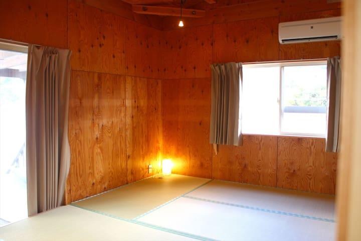 畳敷きの小上がりの客室 【海側・部屋名しらす】8畳